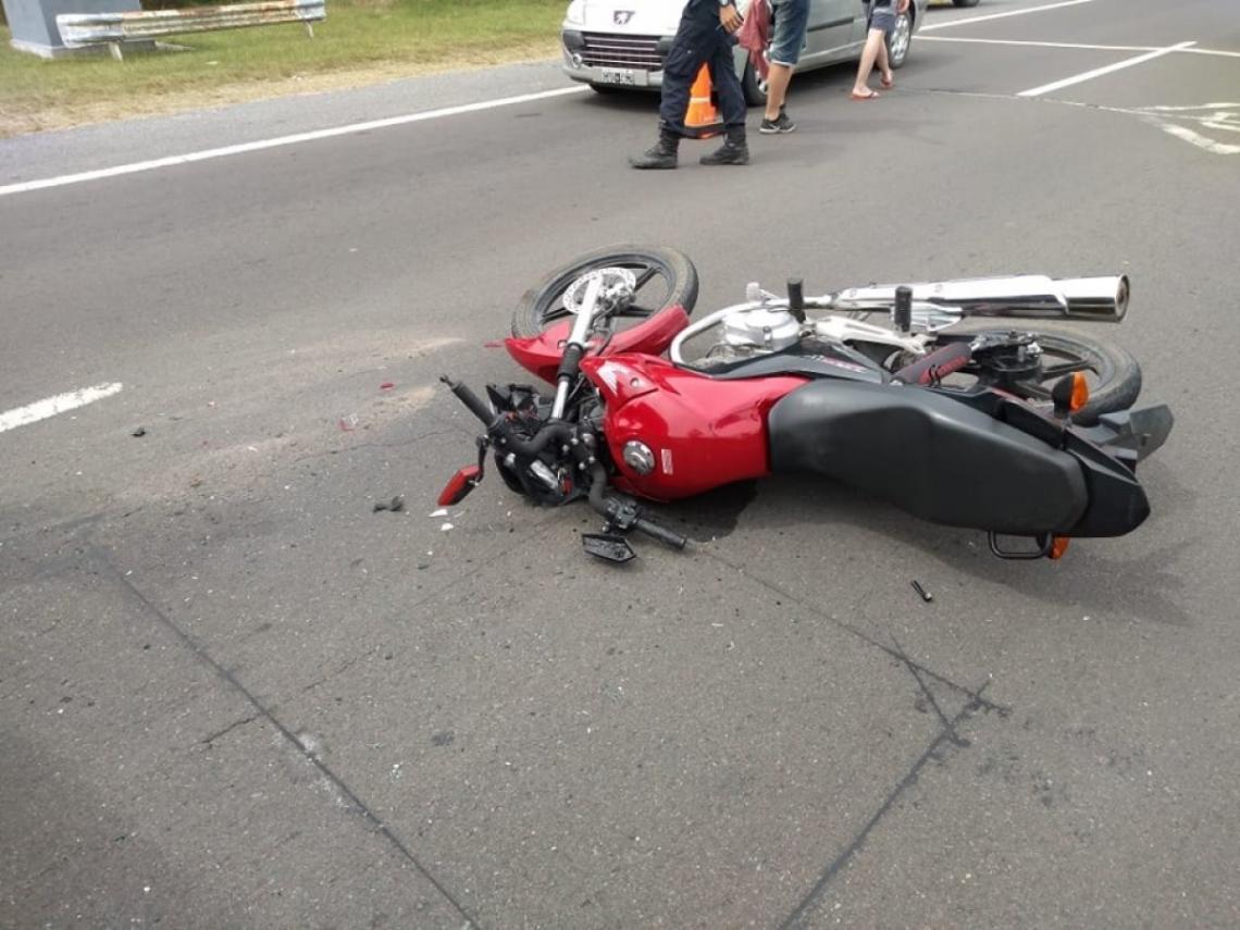 Lesionados ocupantes de moto tras impactar contra camioneta en Sébaco Managua. Radio La Primerísima