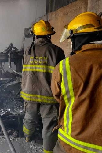 Ayudan a pareja de ancianos que sobrevivieron a incendio Managua. Radio La Primerísima