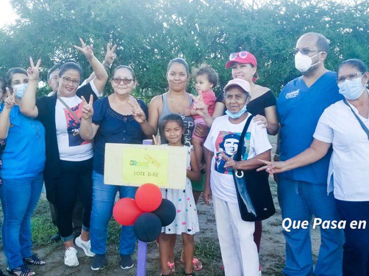 Entregan lotes de terreno a 8 familias de Ocotal