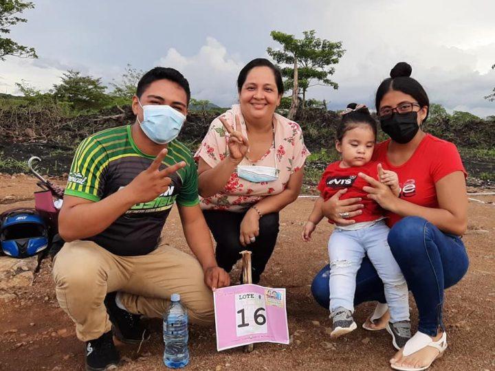 Más de 20 familias de Juigalpa reciben lotes de terreno