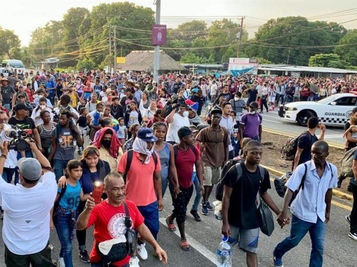 Caravana de migrantes se dirige a la capital de México