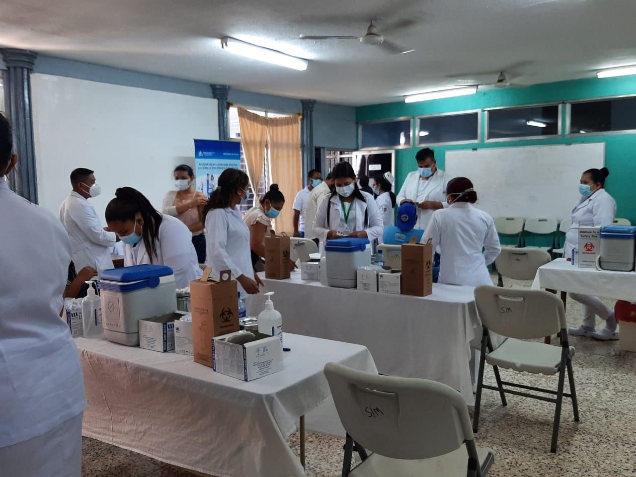 MINSA continúa vacunación en personas mayores de 30 años Managua. Lisbeth González