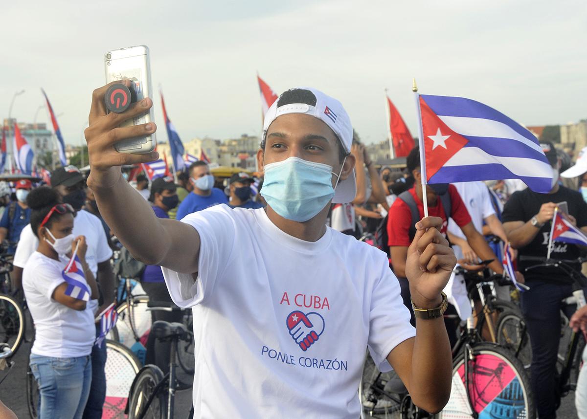 Cuba se levanta y mira a la luz Editorial   Cubadebate